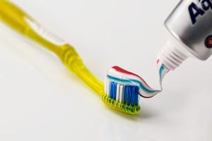 la pasta dental sirve para los granos